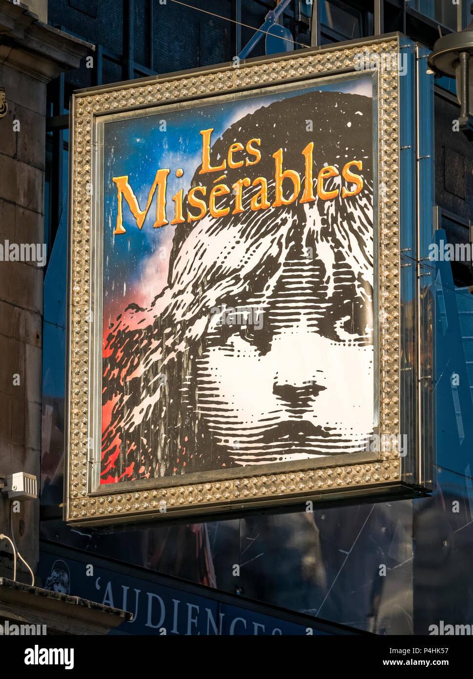 Les Miserables Zeichen über ein Theater im Londoner West End, Les Miserables ist ein Stadium der Produktion und auch ein Film, ursprünglich ein Buch 1862 geschrieben Stockbild