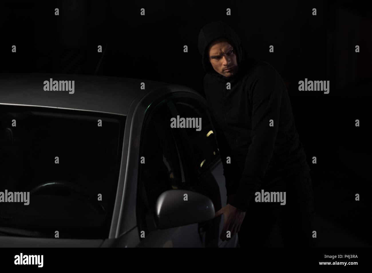 Man With Hoodie Stockfotos & Man With Hoodie Bilder - Seite 13 - Alamy