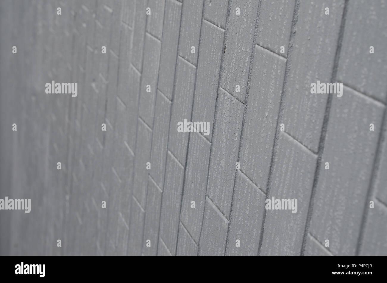 Die Beschaffenheit der Wand von der alten Fliesen, lackiert Grau ...