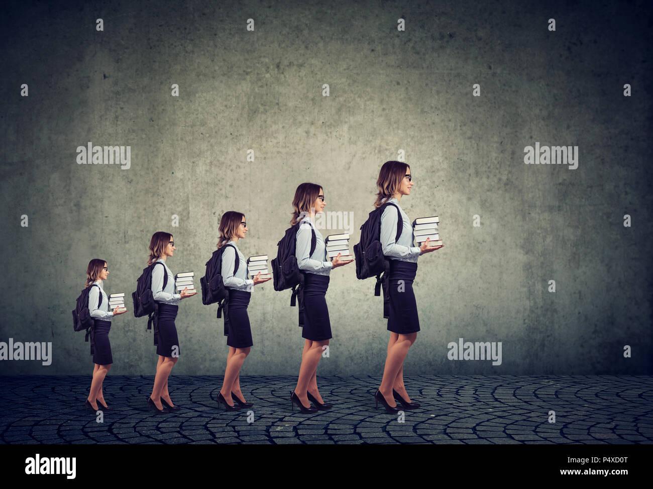Erfolgreiche gebildete Frau. Fortschritte in der Karriere und berufliche Bildung Wachstum Konzept Stockbild