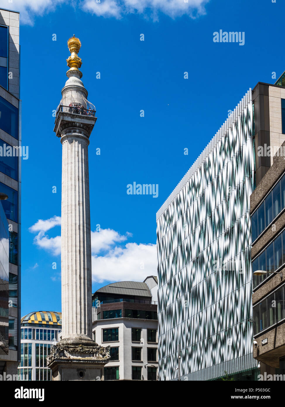 Denkmal für den großen Brand von London allgemein bekannt als das Denkmal, 1677 abgeschlossen, Höhe 62 m und 62 m, von wo aus das Feuer in der Pudding Lane gestartet Stockbild