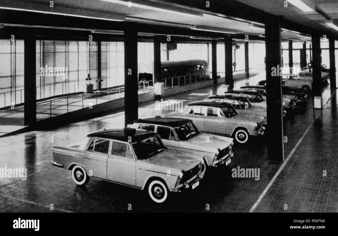 S.E.A.T. Factory in Barcelonas Zona Franca. Auto Store. Interieur ...