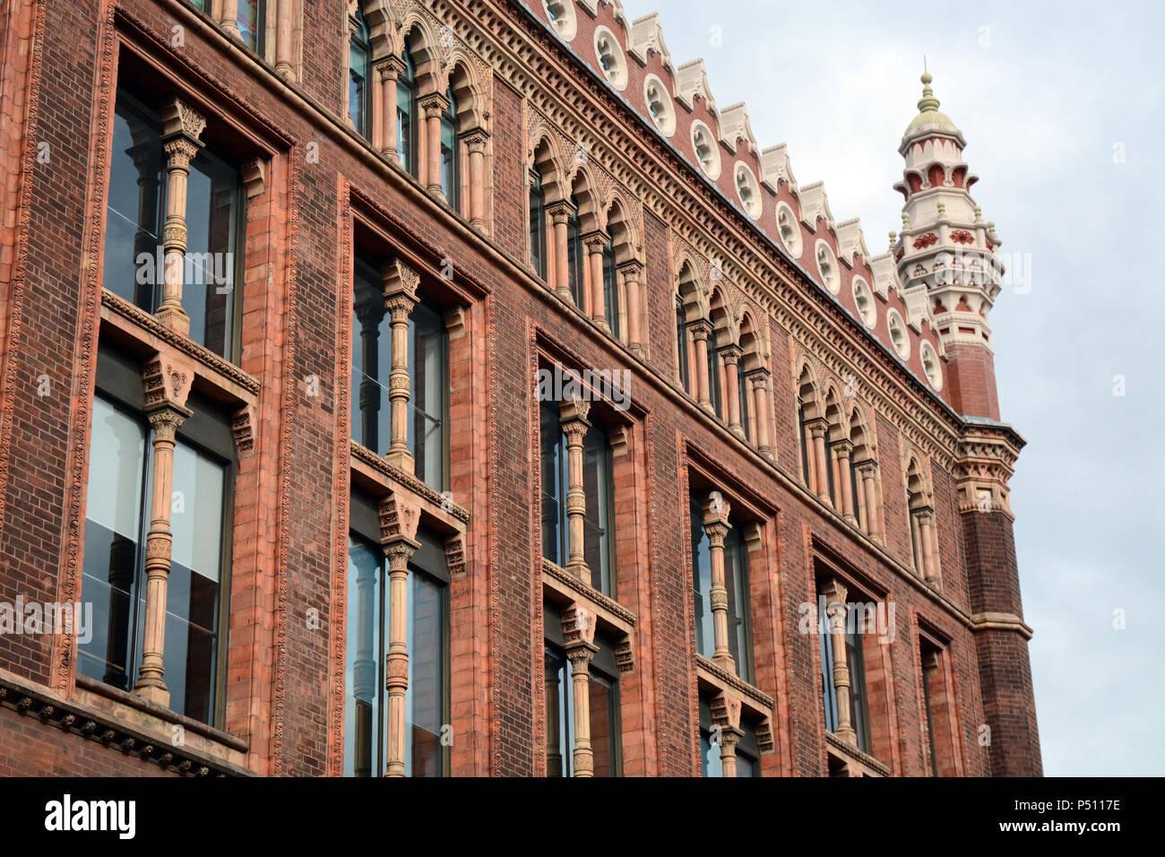 Die Fassade des historischen 19. Jahrhundert St. Paul's Haus im spanisch-maurischen Stil der Architektur erbaut, in Leeds, England, Vereinigtes Königreich. Stockbild