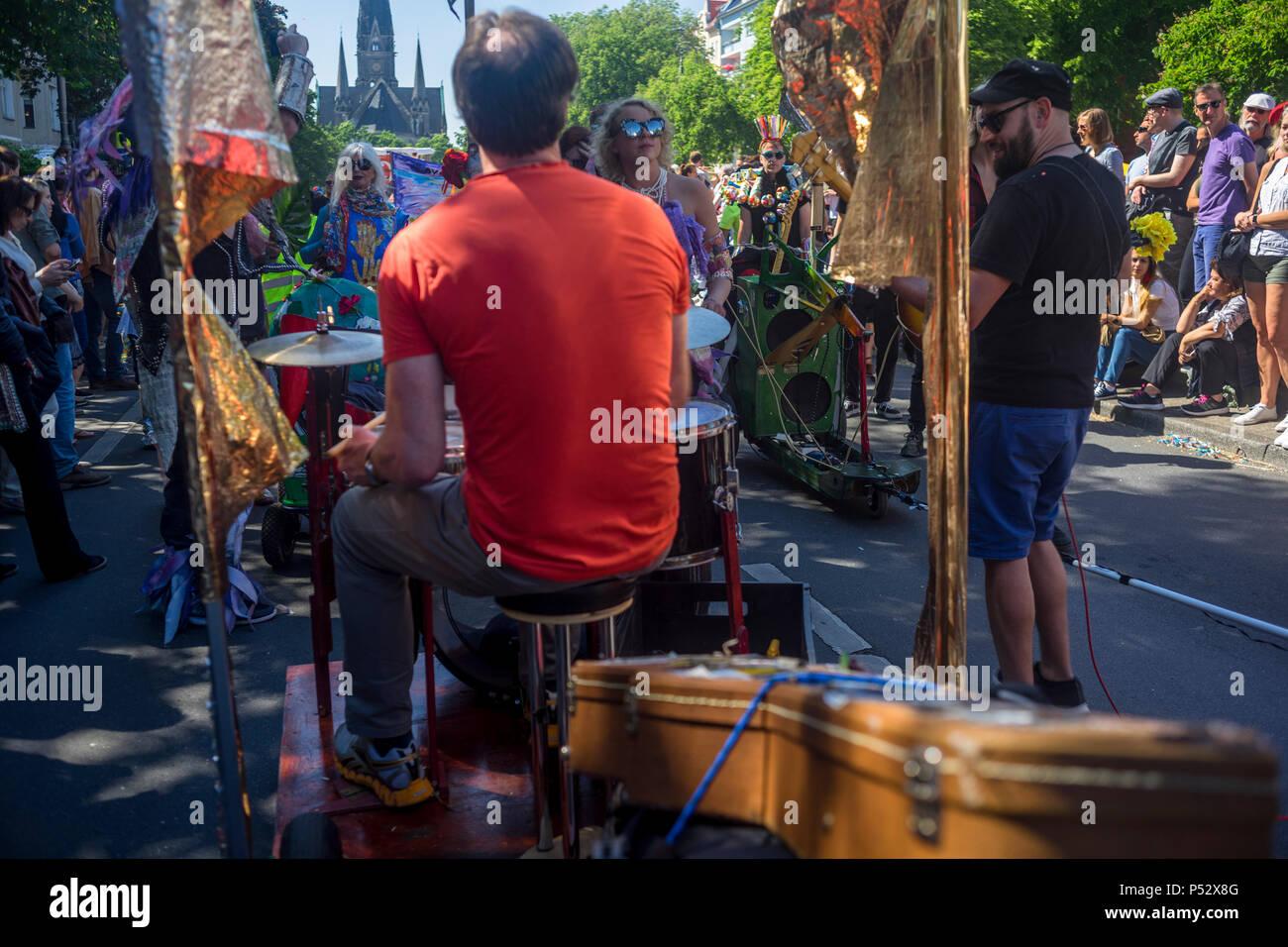 Die Street Parade ist der Höhepunkt des Karnevals der Kulturen zu Pfingsten Wochenende in Berlin. Stockbild