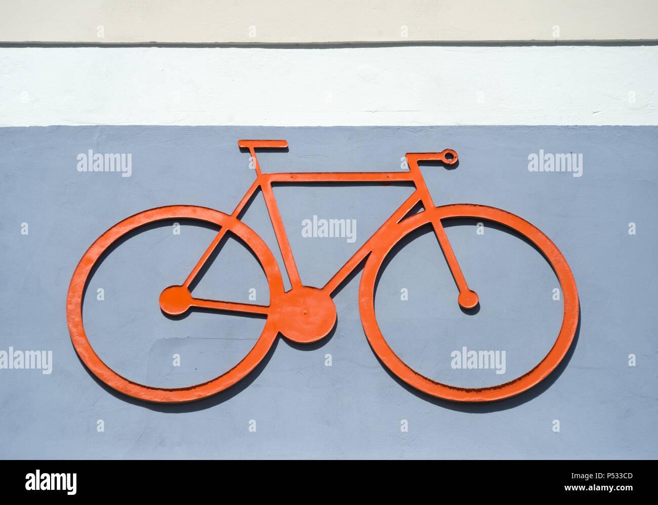Das Piktogramm eines Fahrrads auf einer Hauswand Stockbild