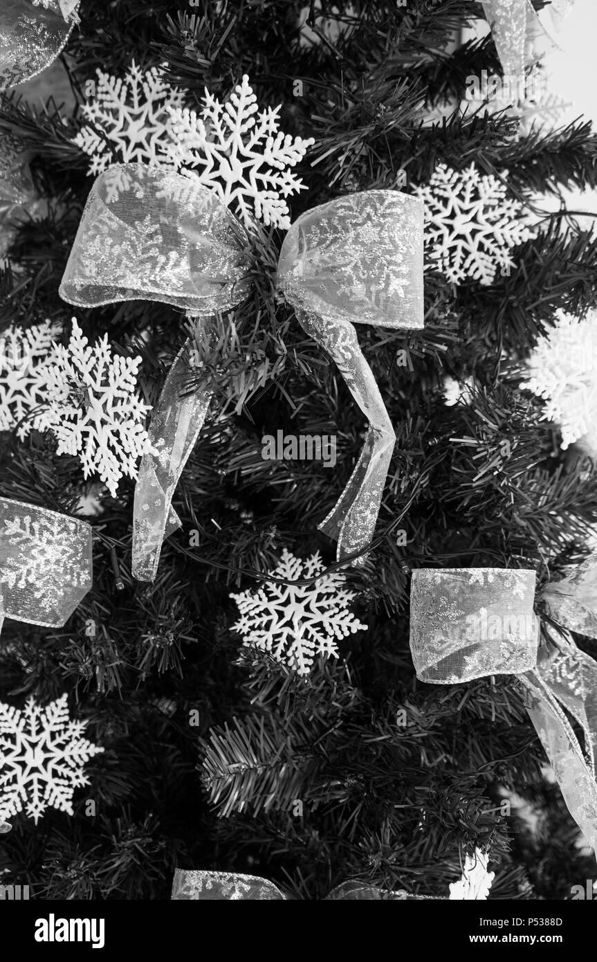 Weihnachtsbaum Schwarz Weiß.Weihnachtsbaum Detail Ornament Krawatte Grün Tanne Schneeflocke