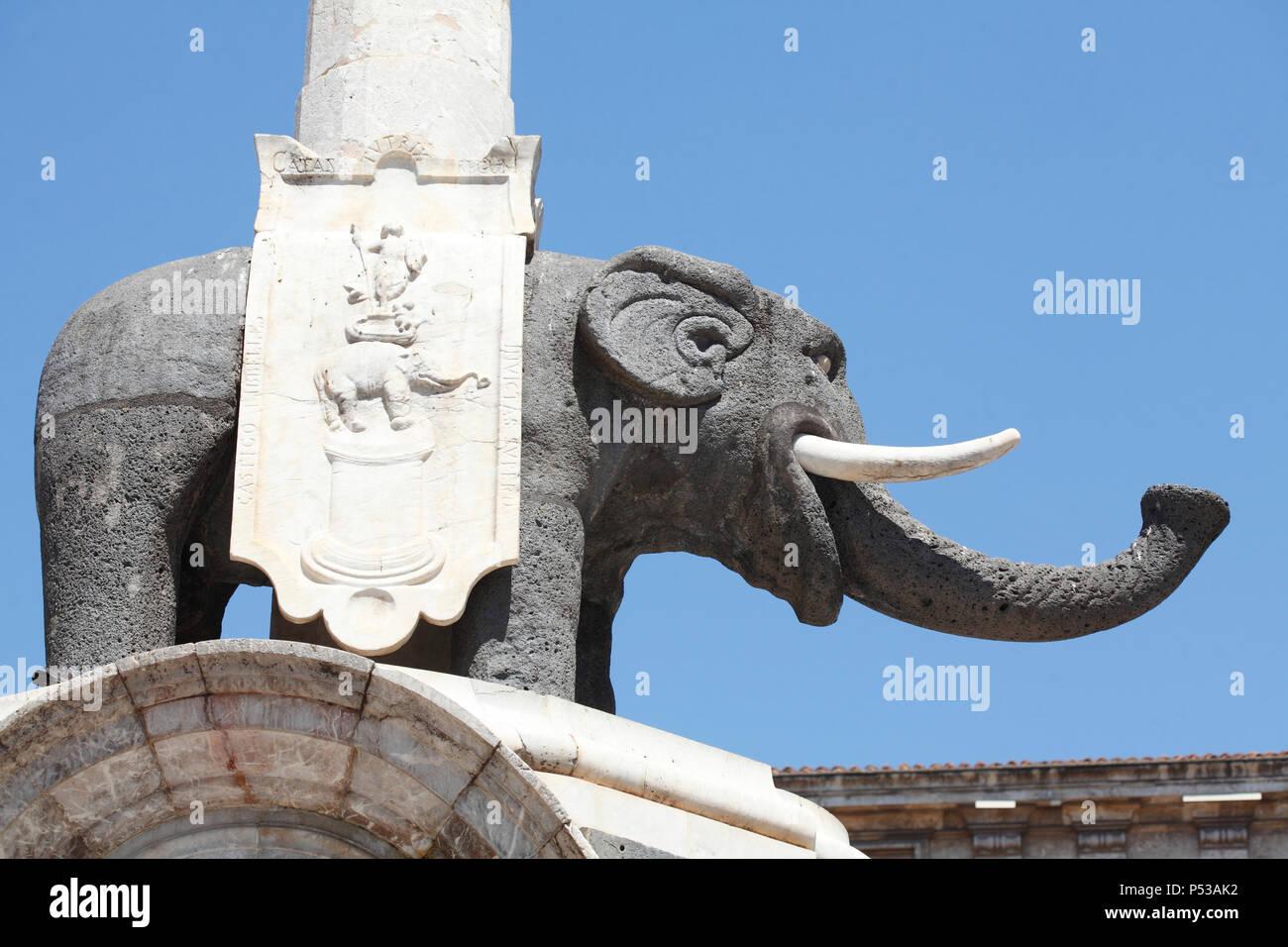 Elefanten im Elephant Brunnen oder Fontana dell'Elefante an der Piazza del Duomo, Catania, Sizilien, Italien, Europa Stockfoto