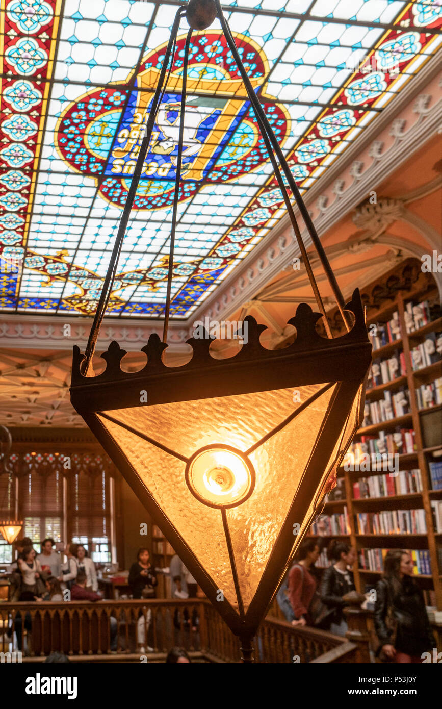 Berühmte Buchhandlung Lello, Interieur, Decke, Porto Portugal Stockbild