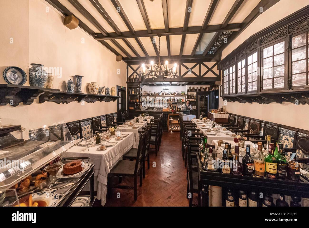 """Restaurant """"O Escondidinho"""", Eröffnung 1927, Interieur, Porto, Portugal Stockbild"""