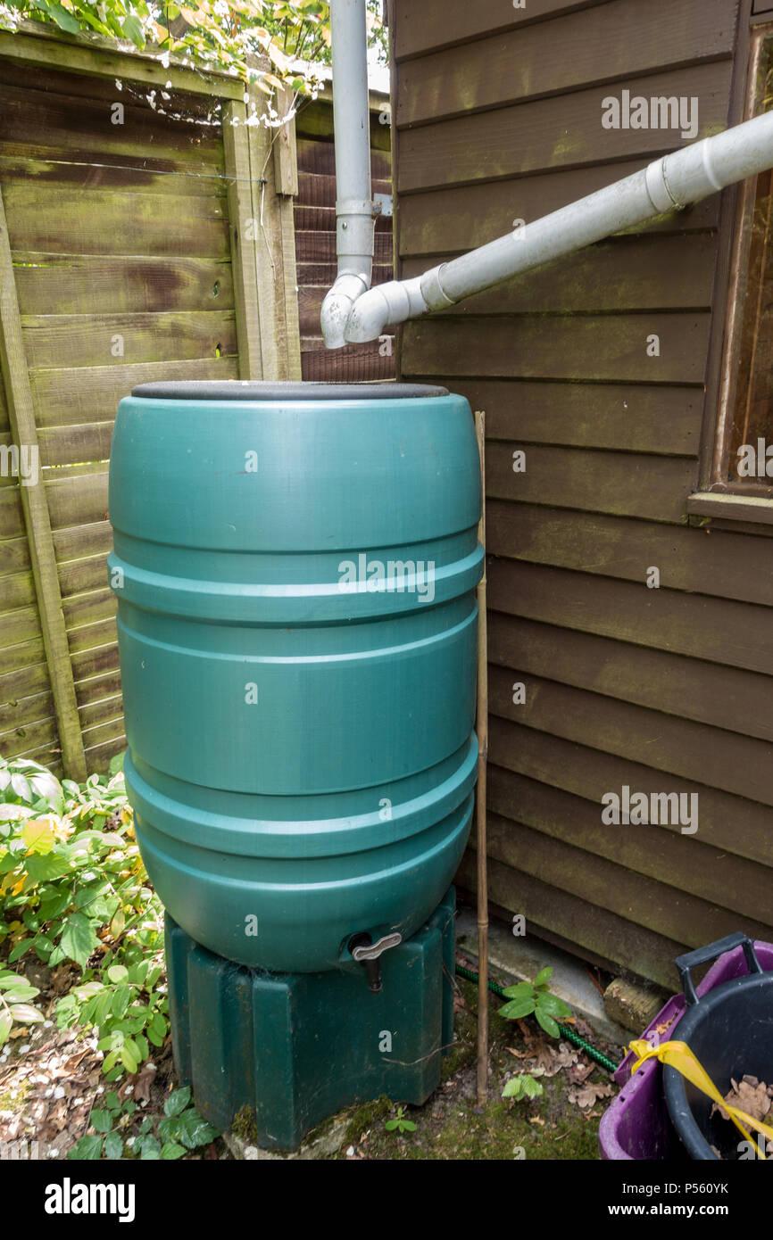 Ein Wasser Aber Vorhanden Regenwasser Aus Einem Gartenhaus Zu