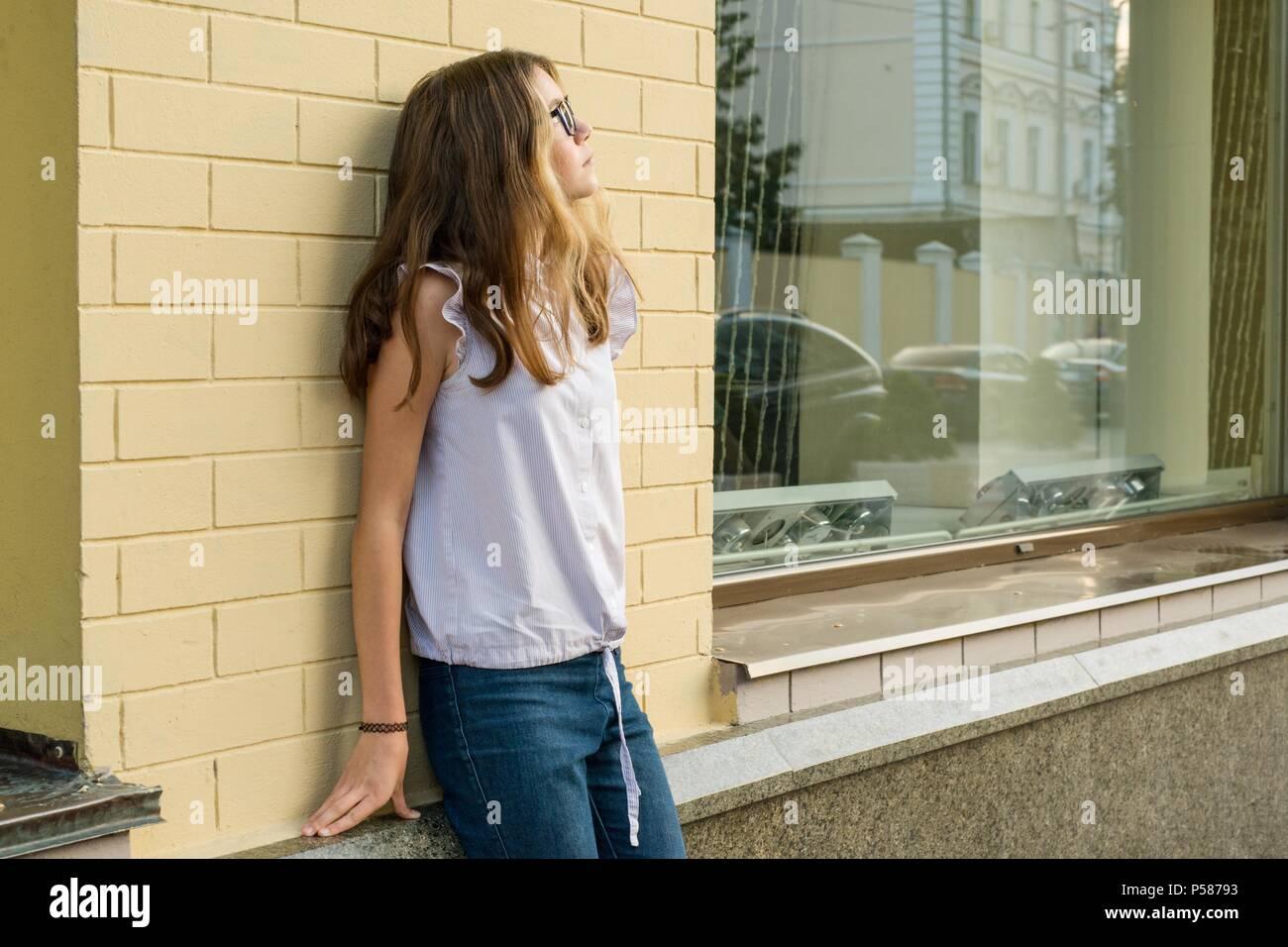 Portrait von ein junges Mädchen 13-14 Jahre alt. Stockbild