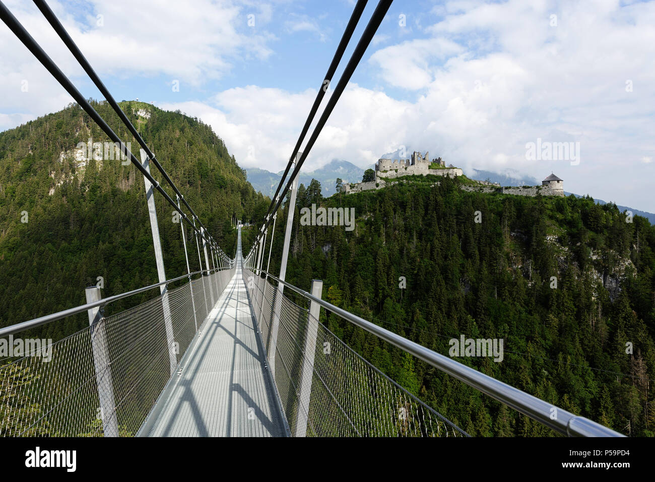 Suspension Bridge Highline 20 in Reutte, Österreich ...