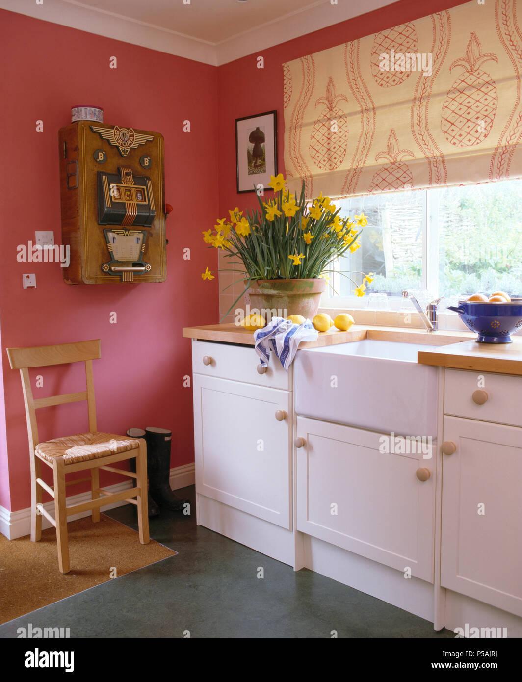 Pink + weiß Ananas drucken blind auf das obige Fenster Topf ...