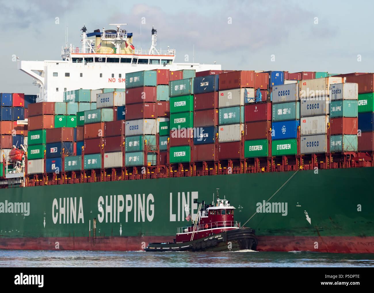 China Reederei CSCL-Afrika mit einem von Margaret Moran; New York Hafen unterstützen. Stockfoto