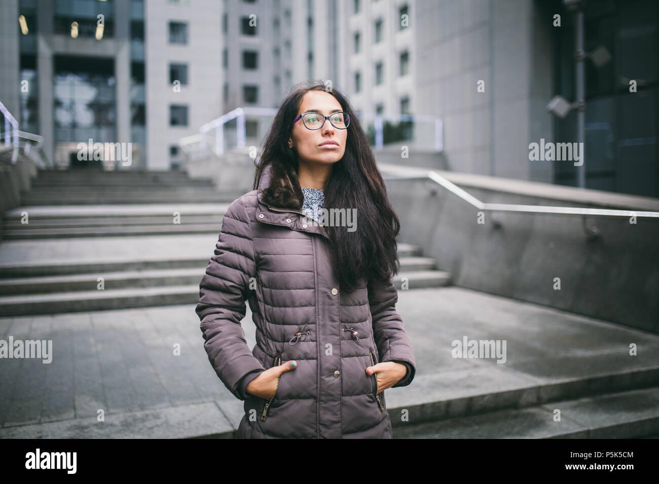 new concept d38d4 9eaaf Schöne junge Frau der Europäischen Ethnizität mit lange ...