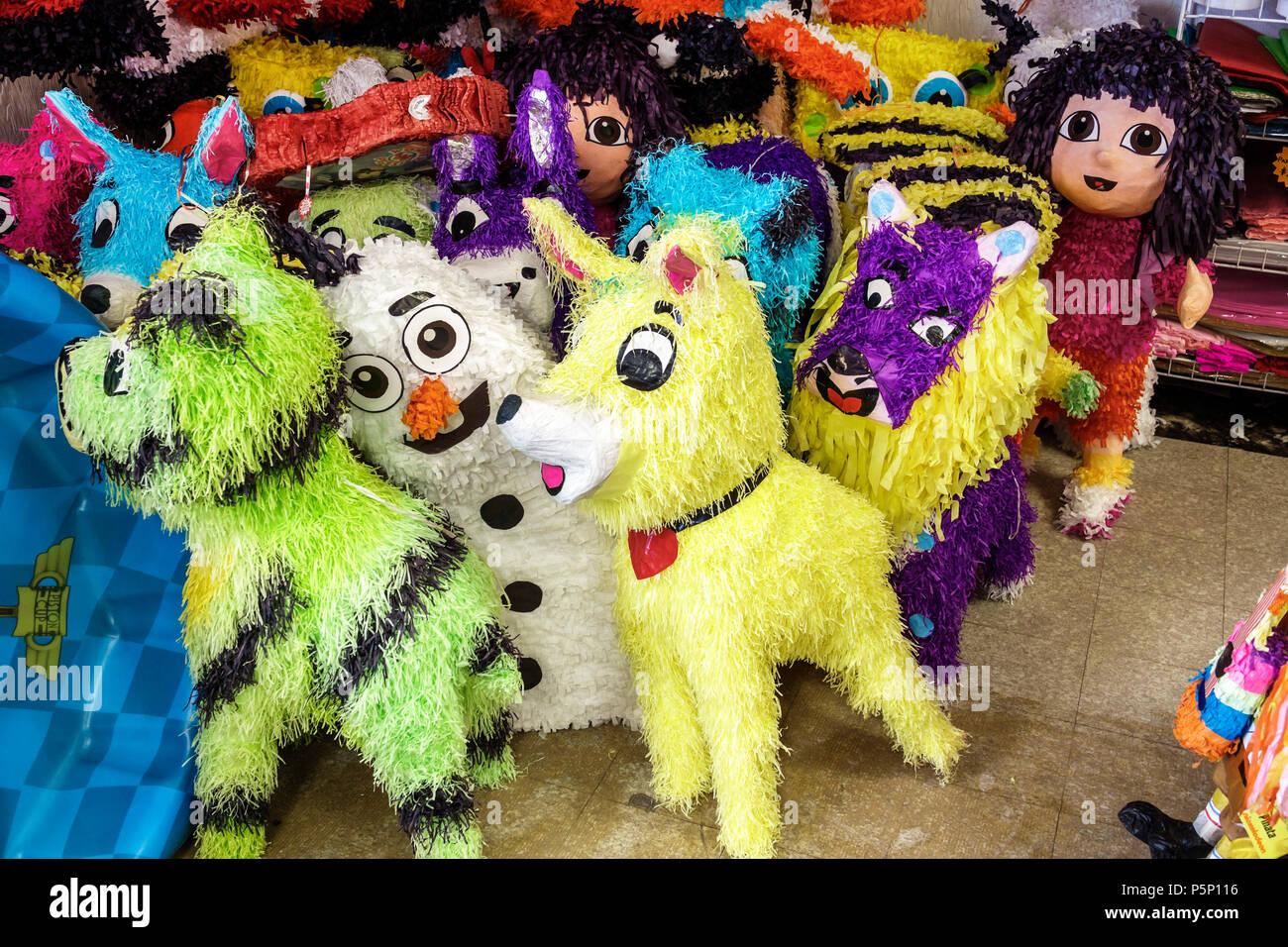 Immokalee Florida's Mimi Piñatas Interieur shopping Party supplies Store piñatas Pappmaché Anzeige Verkauf Stockbild