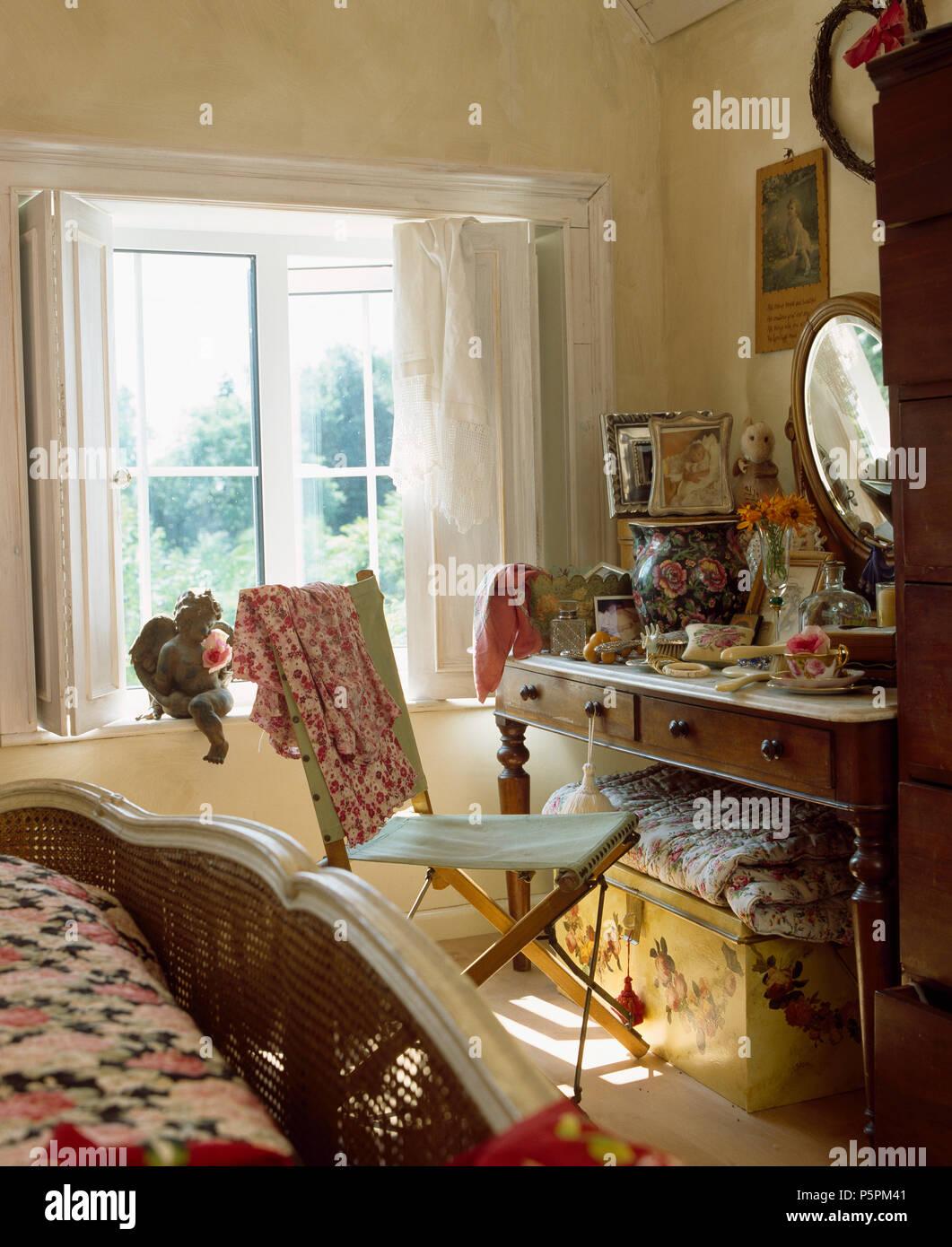 Leinwand + Holz vintage Stuhl bei durcheinandergeworfen Marmor ...