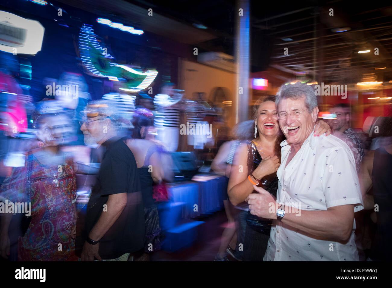 Paar tanzen im Karneval Ball in der Rio Scenarium samba Club, Lapa, Rio, Karneval 2018 Stockbild
