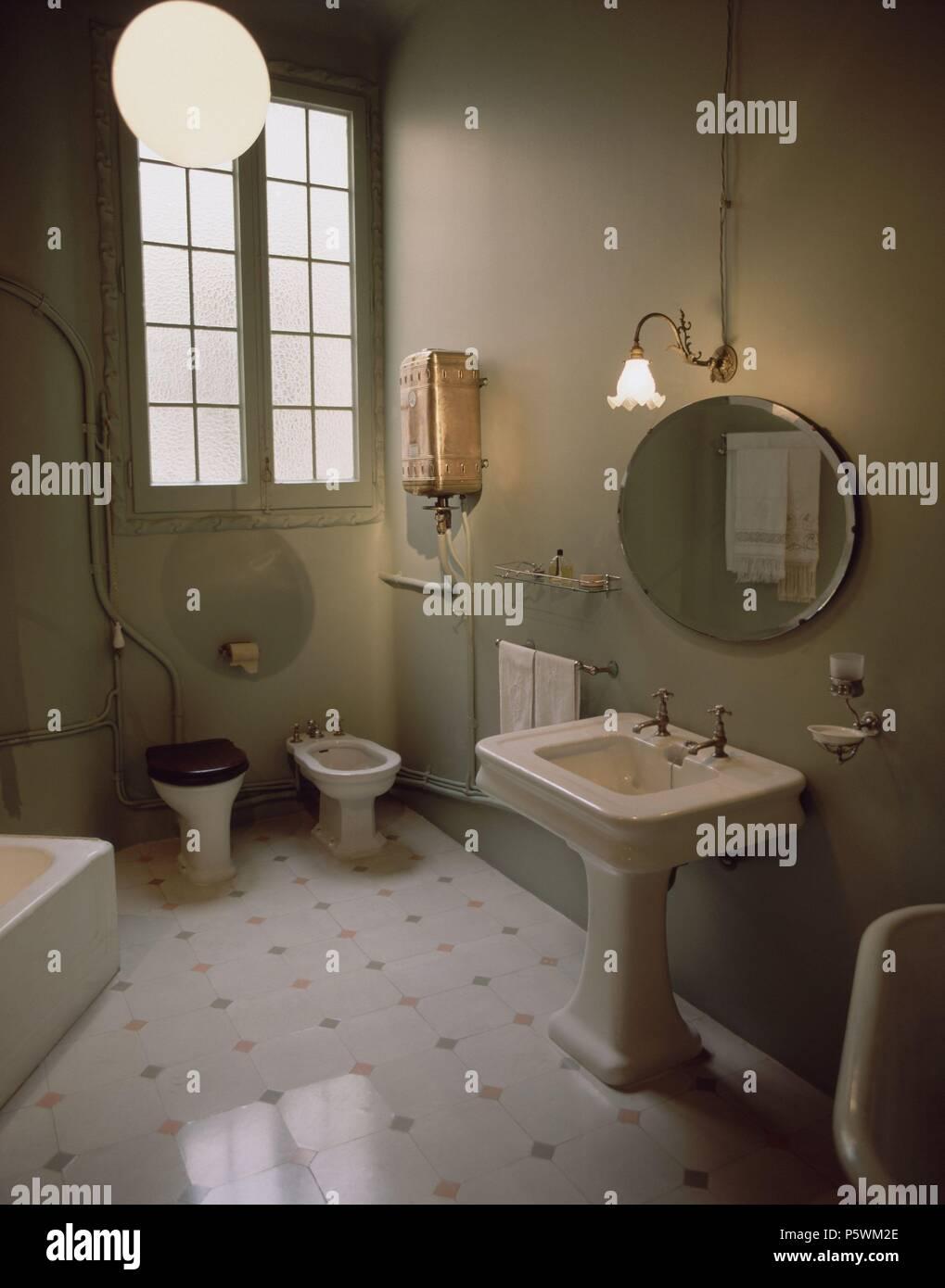 Cuarto De Bano Stockfotos & Cuarto De Bano Bilder - Alamy