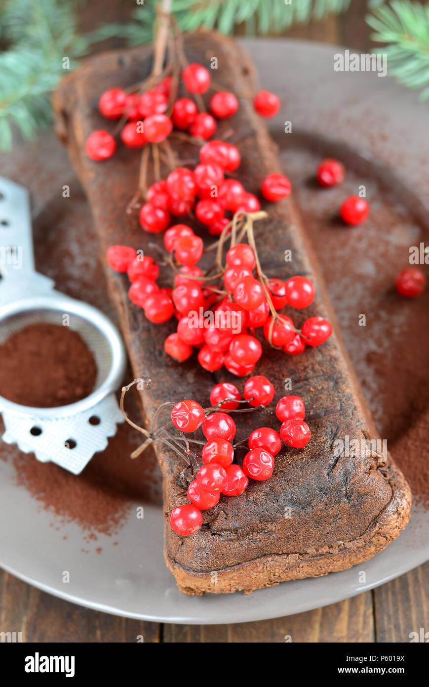 Schokolade Glutenfreie Kuchen Mit Beeren Dekoriert Stockfoto Bild