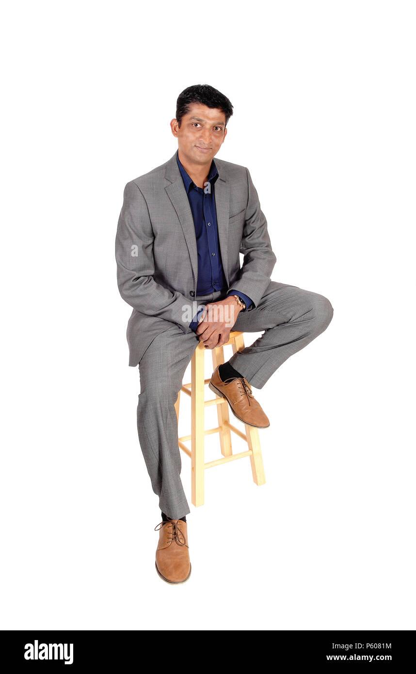 Mittleren Alters East Indian Business Mann In Einem Grauen Anzug
