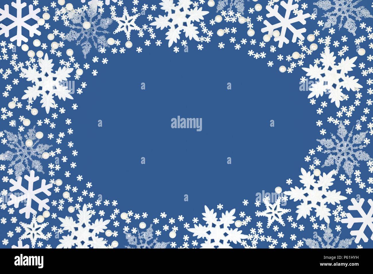 Abstrakte Schneeflocke Hintergrund Grenze auf dunkelblauem ...