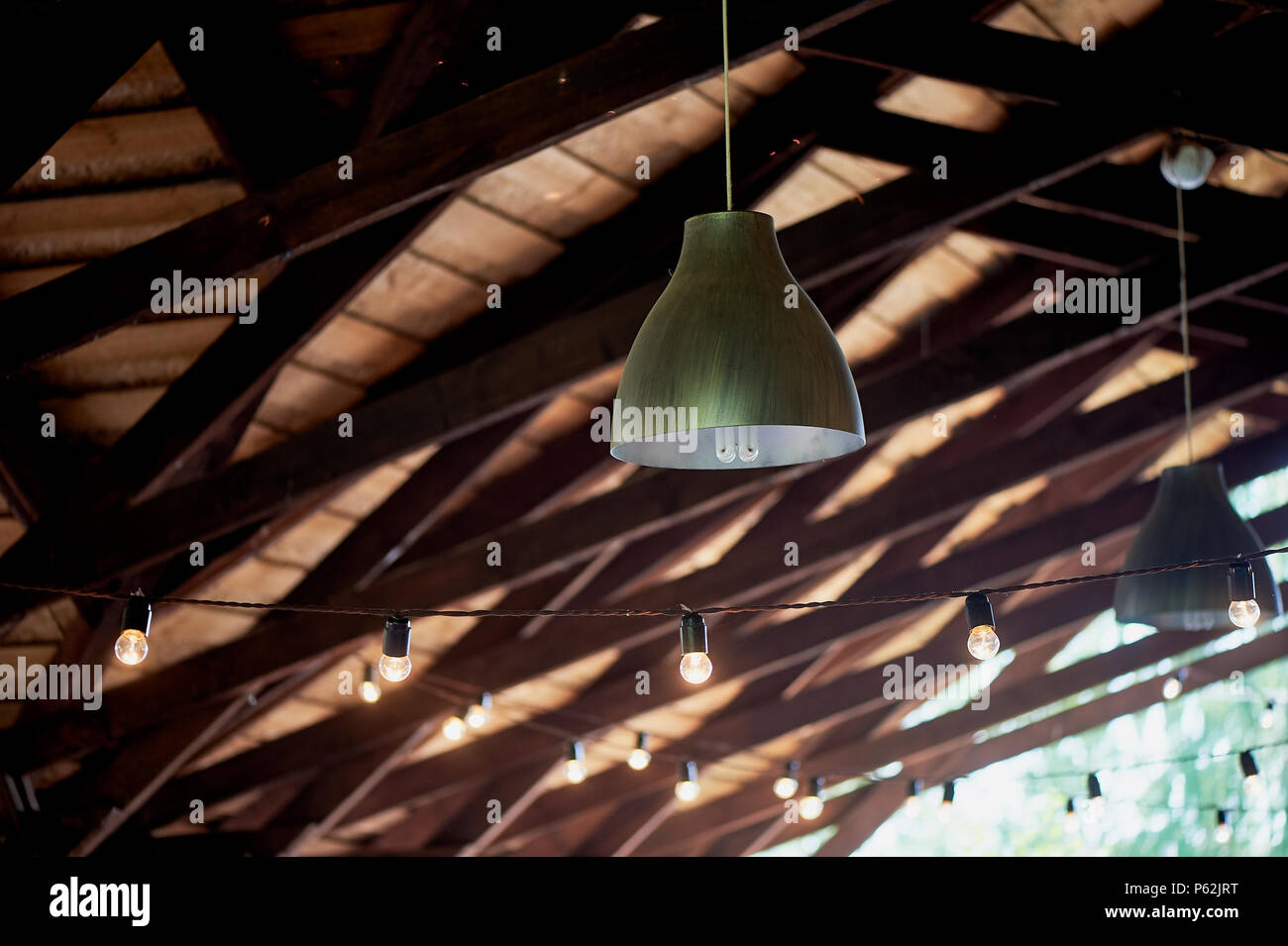 Berühmt Lampen von der Decke eines hölzernen Zelt, Terrasse ausgesetzt ES43