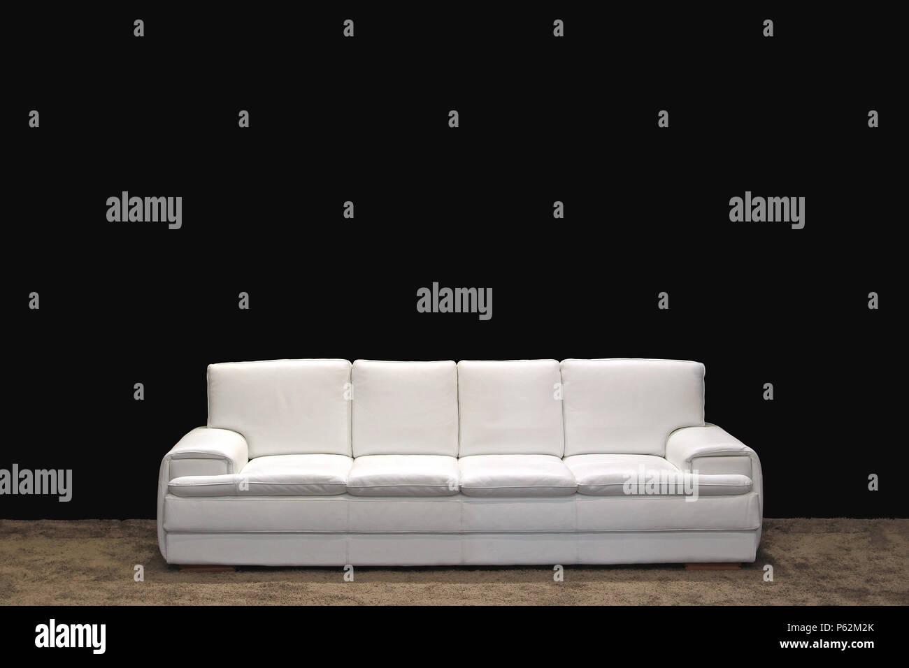 Weißes Leder 4 Sitzer Sofa im Wohnzimmer Stockfoto, Bild: 210272011 ...