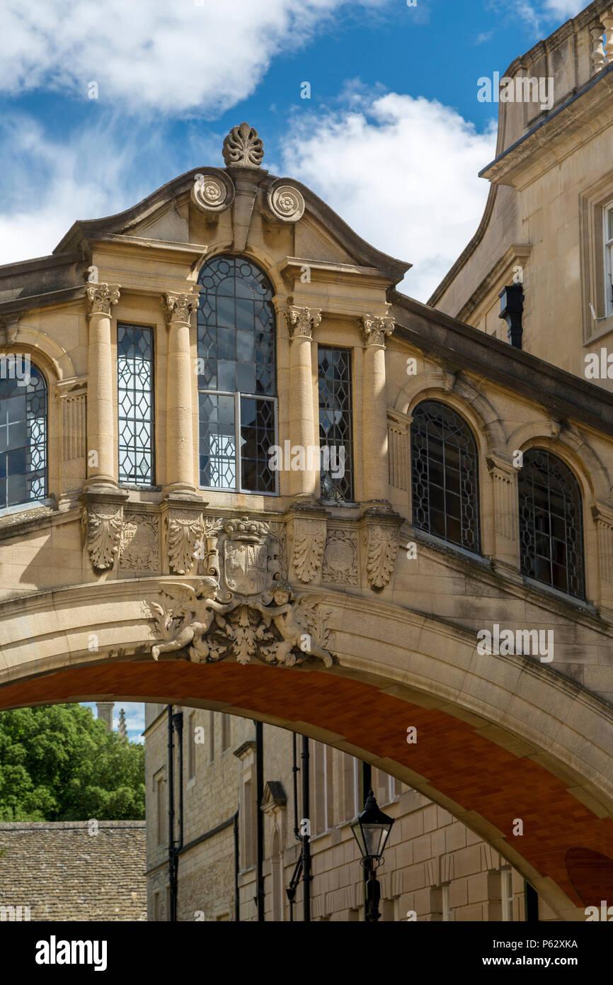"""""""Seufzerbrücke"""" Steg zwei Gebäude von Hertford College in New College Lane, Oxford, Oxfordshire, England Stockbild"""