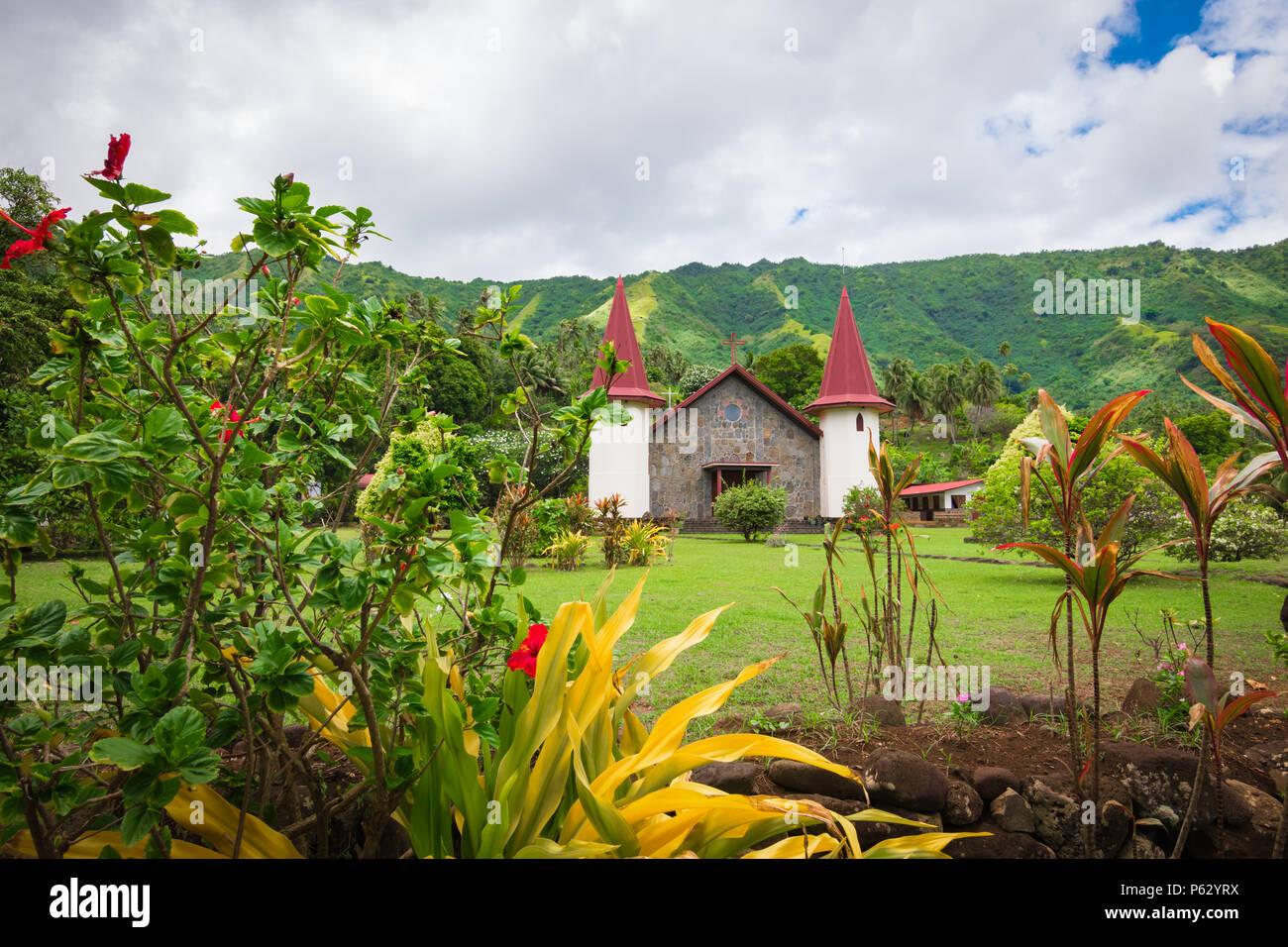 Nuku Hiva, Marquesas Inseln. Kirche in Hatiheu. Stockbild