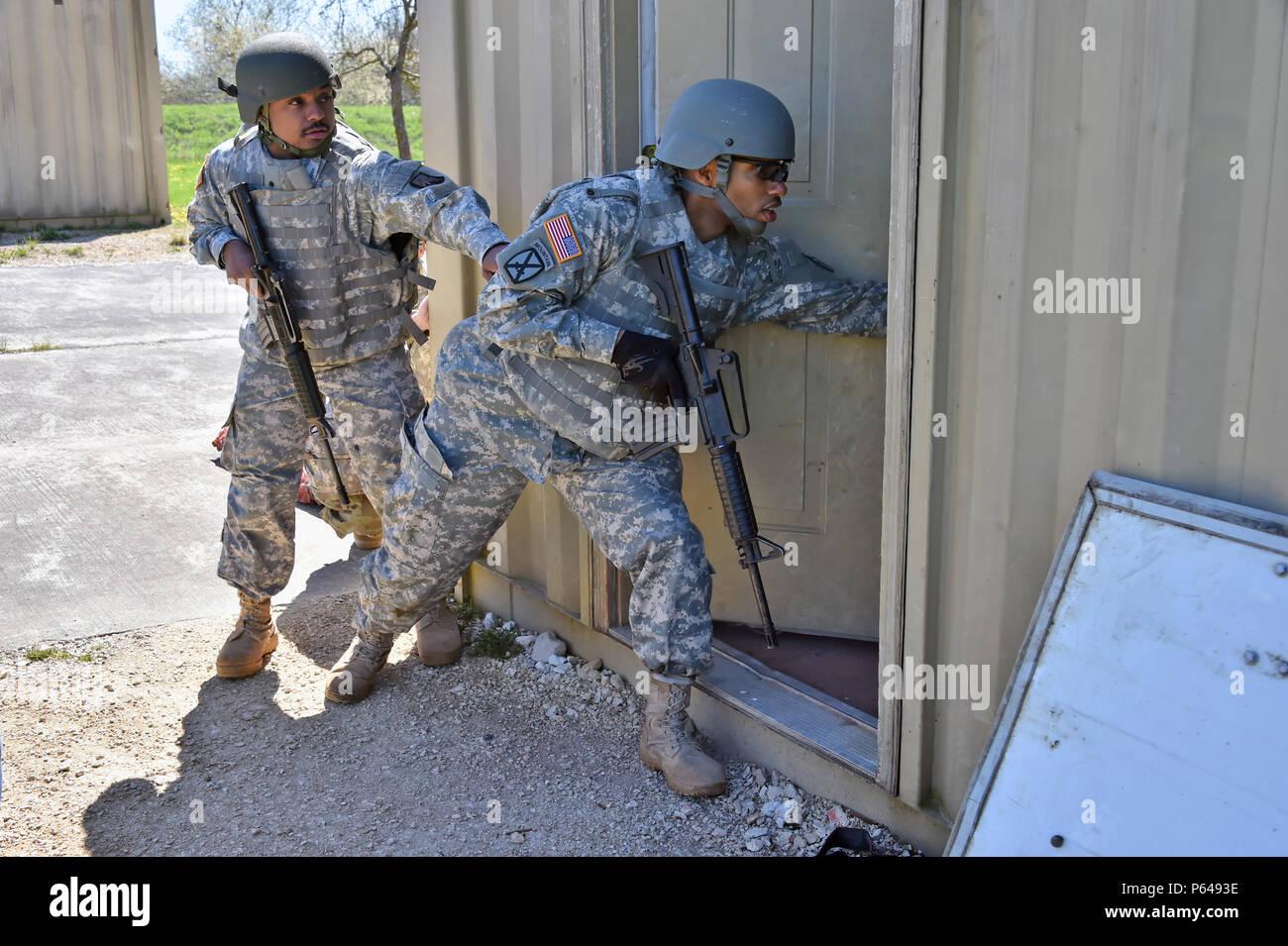 Army Simulation Training Stockfotos & Army Simulation Training ...
