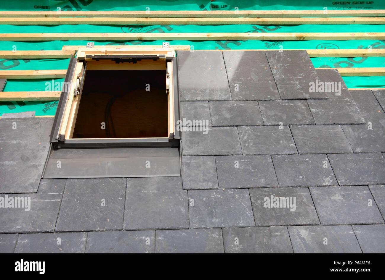 Einbau Eines Velux Fenster Auf Einem Schieferdach Im Bau Die