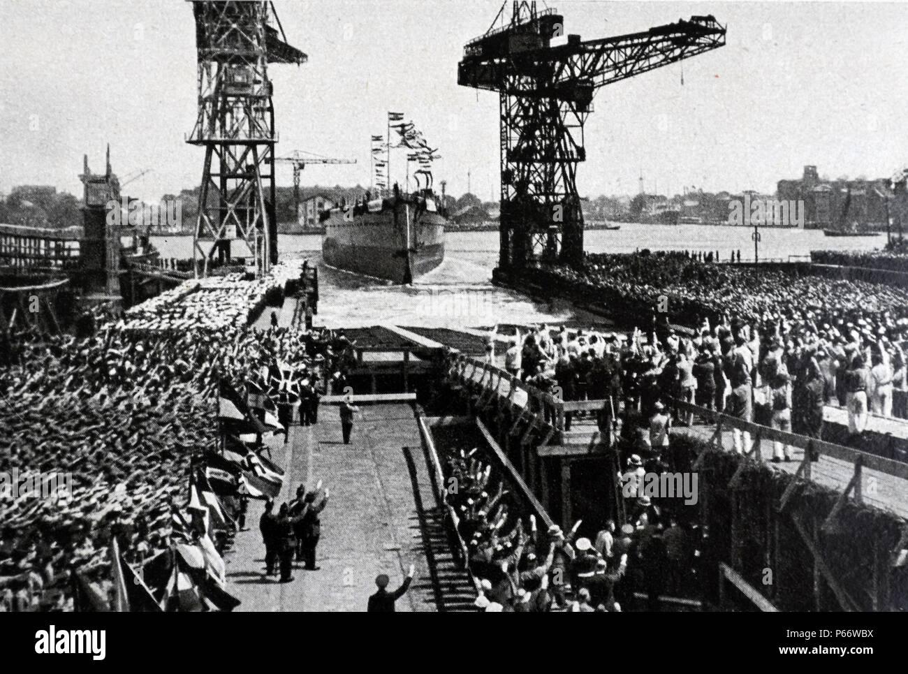 """Einleitung der """"Graf Spee"""" im Jahre 1934. . Admiral Graf Spee war ein Deutschland-Klasse Heavy Cruiser, die mit der Kriegsmarine des nationalsozialistischen Deutschland während des Zweiten Weltkrieges diente Stockbild"""