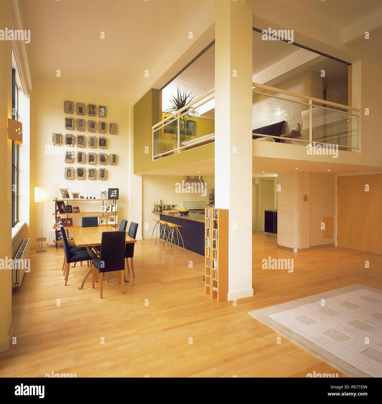 Küche und Essbereich der modernen offenen Loft Apartment auf ...