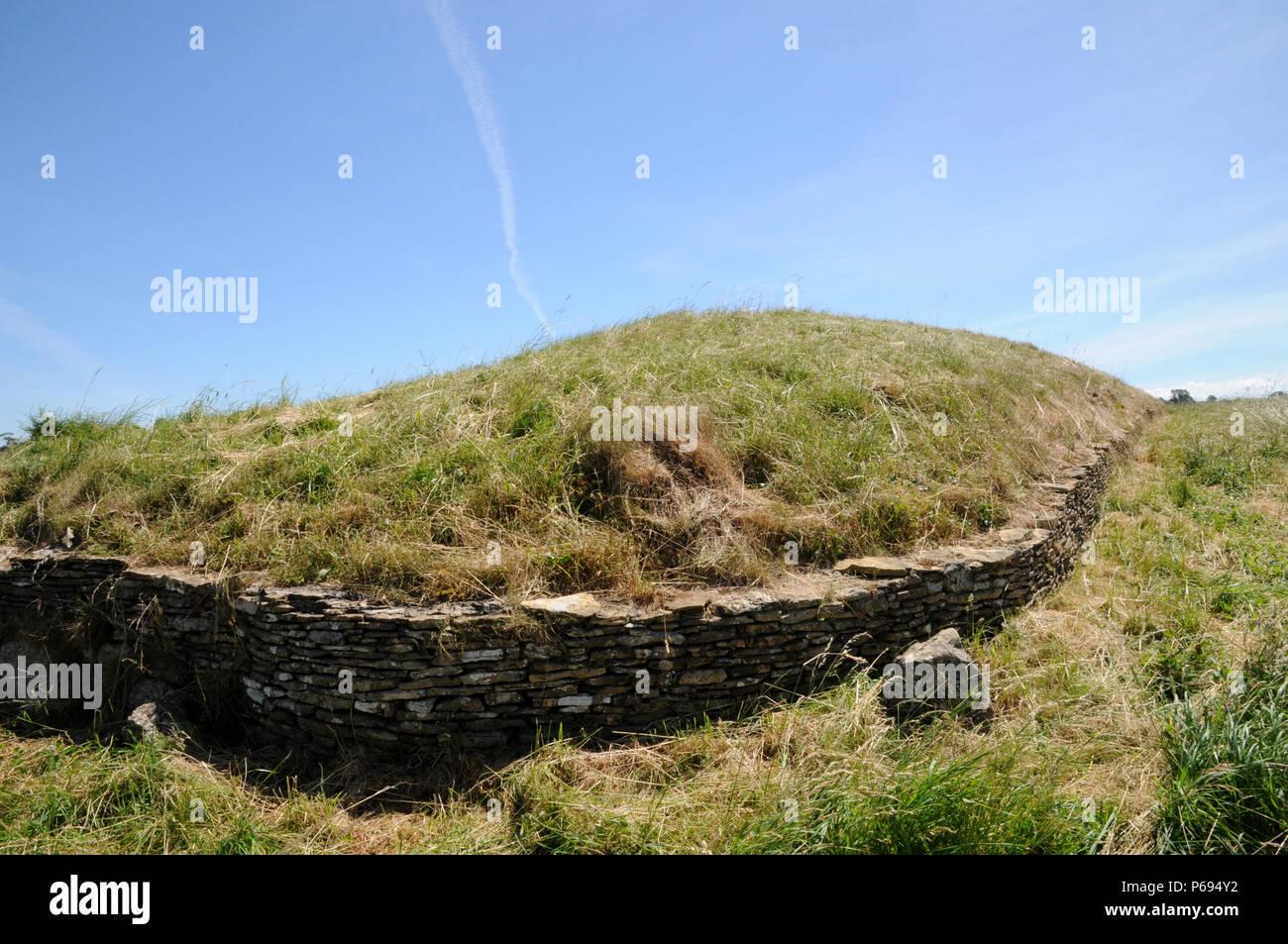 Stoney Littleton Longbarrow, in der Nähe der Badewanne im Westen von England, ist einer der besten accesible des Landes Neolithischen gekammert Gräber. Stockfoto