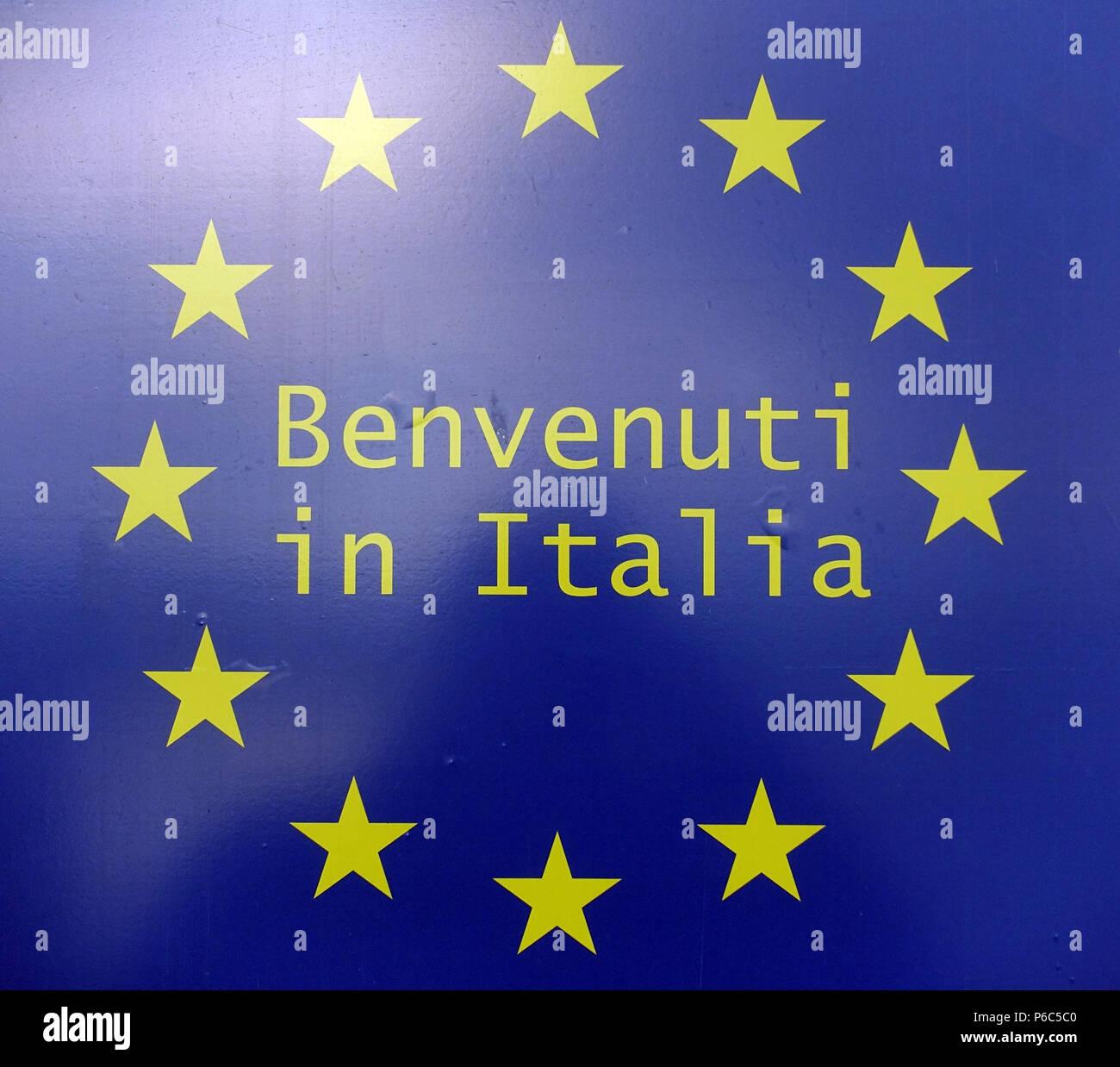 Ahlbeck, Deutschland   Schild Benvenuti In Italia Mit Den Sternen Der  Europäischen Union. Stockbild