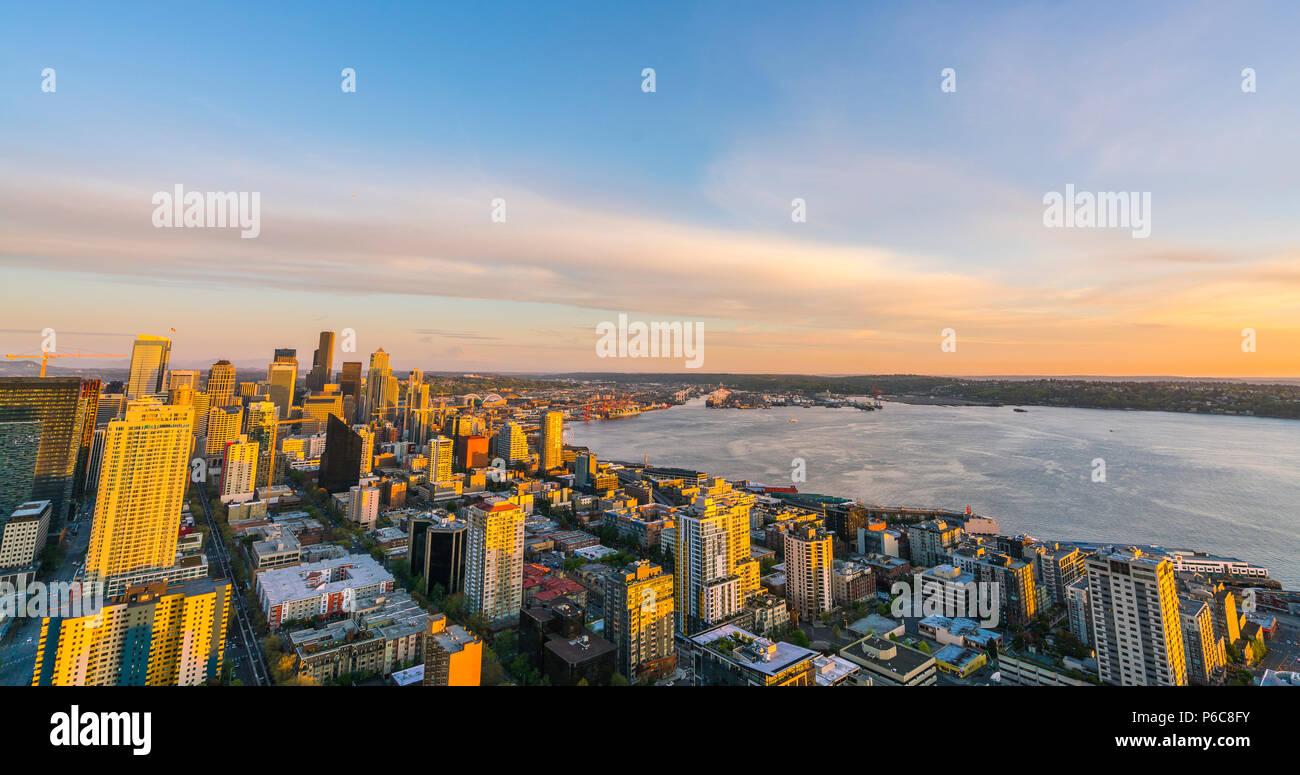 Seattle, Washington, USA, 04.08.16: Blick von der Innenstadt von Seattle City bei Sonnenuntergang Seattle, Washington, USA. Nur für editorail verwenden. Stockbild