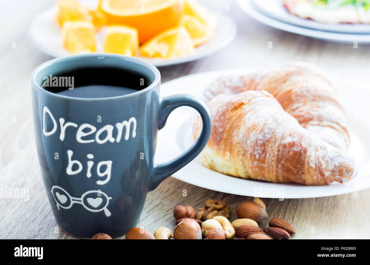 Großartig Guten Morgen Frühstück Galerie Von Frühstück. Becher Kaffee Mit Croissants, Muttern Und