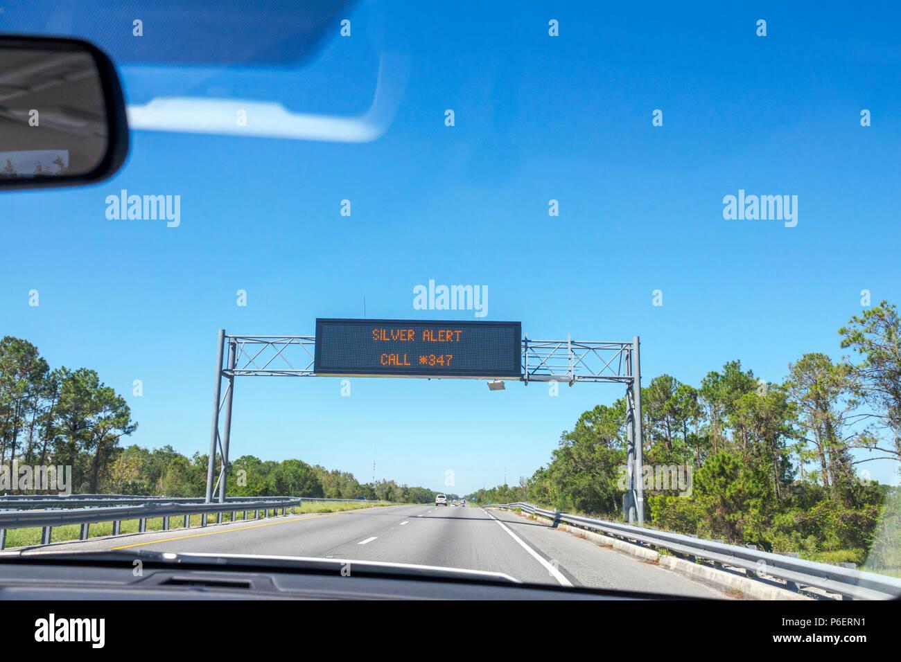 Fort Ft. Pierce Florida Florida Turnpike Toll Road elektronische Nachricht signieren Board Silber alert fehlende Senioren Fahrer Stockbild