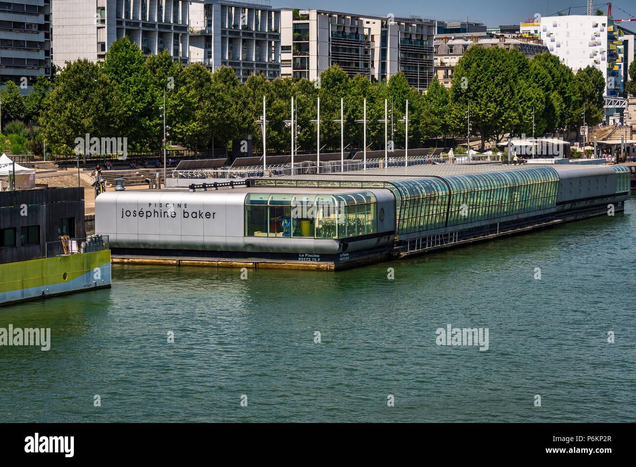 Piscine Joséphine Baker Ist Ein Swimmingpool Schwimmen Auf Der Seine In  Paris, Frankreich. Stockbild