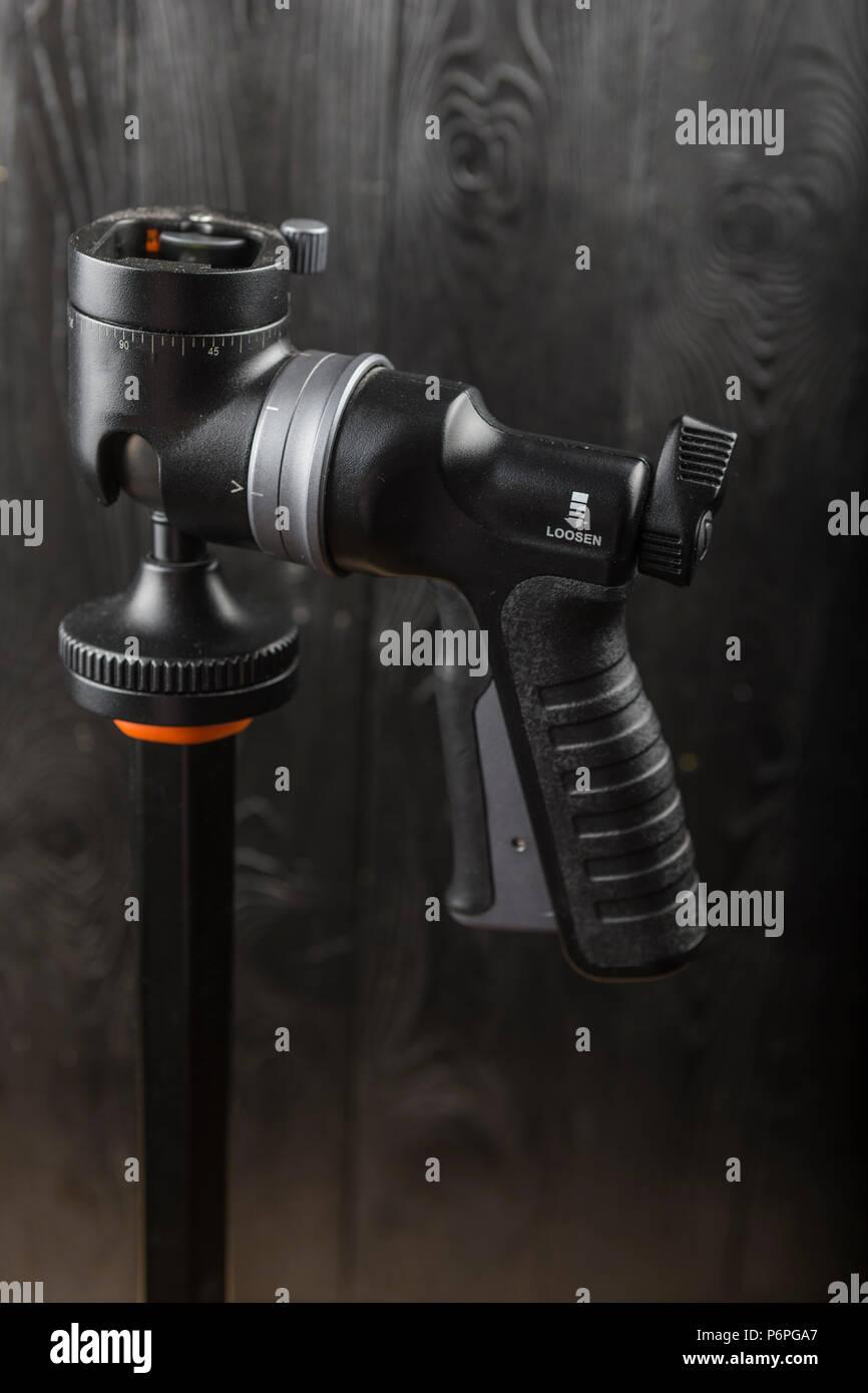 Stativ kopf auf einem schwarzen Hintergrund. Stativ kopf auf einem schwarzen Hintergrund. Stockfoto