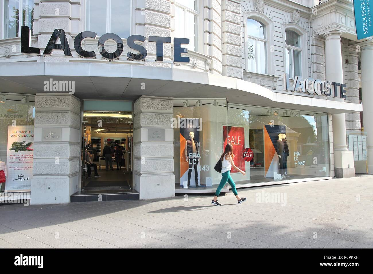 outlet store ac910 cefb0 Lacoste Outlet Stockfotos & Lacoste Outlet Bilder - Alamy
