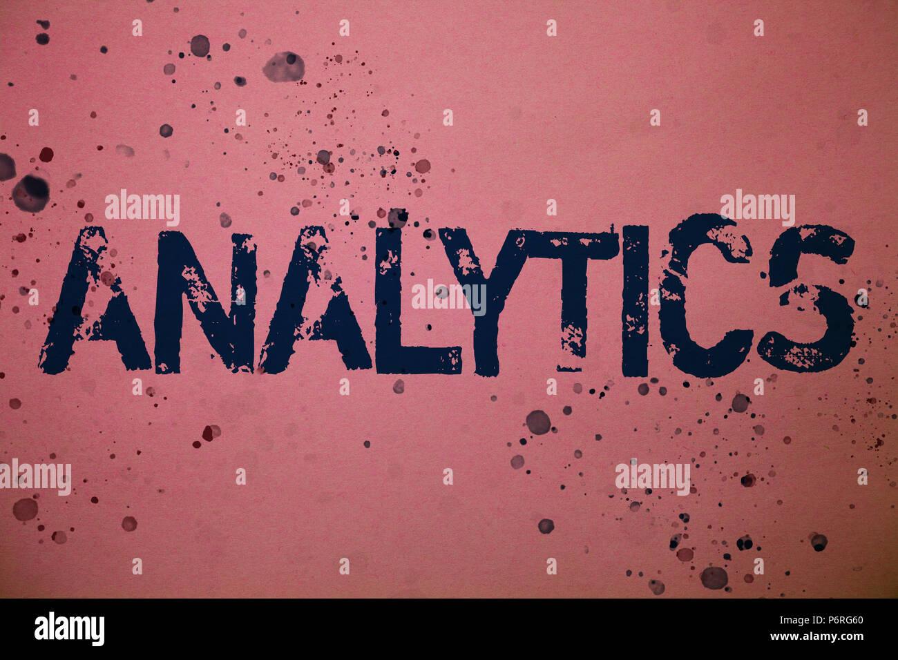 Handschrift Text Analytics. Begriff Sinne Datenanalyse finanzielle Informationen Statistiken Bericht Dashboard Ideen Nachrichten rosa Hintergrund splatters m Stockbild