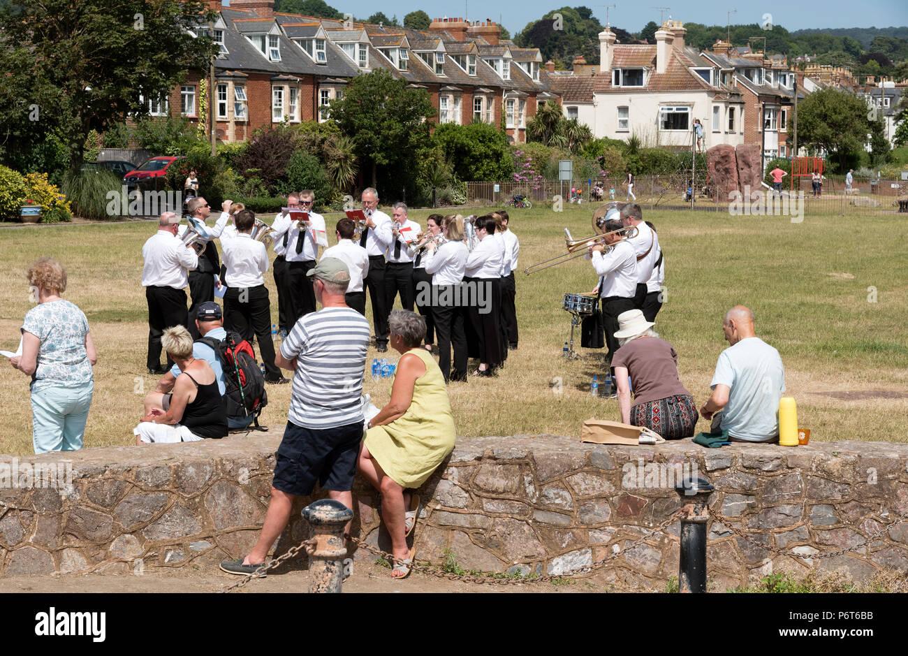 Sidmouth East Devon, England UK. Die sidmouth Stadt Band spielen auf der Ham während eines bewaffneten Kräfte Tag in Sidmouth Stockbild