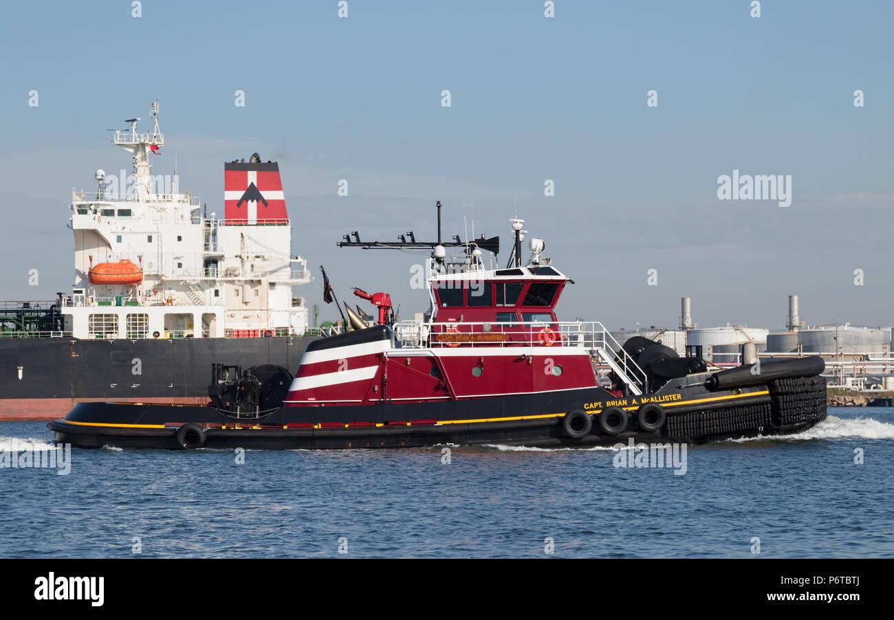 McAllister Abschleppen des Traktors tug Kapitän Brian A. McAllister; Tanker T REX Stockfoto