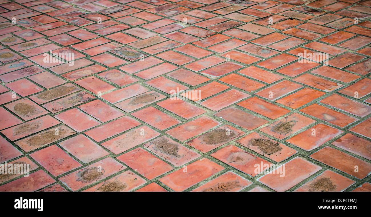 Fußboden Aus Alten Ziegeln ~ Die alte braune ziegel böden stockfoto bild: 210751538 alamy