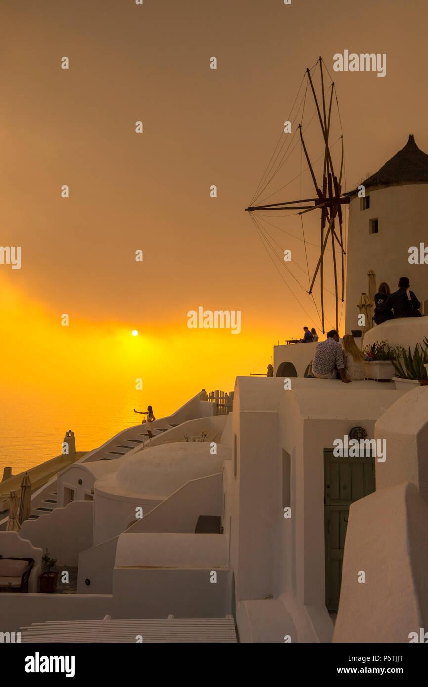 Windmühle, Oia, Santorini (Thira), Kykladen, Griechenland Stockbild
