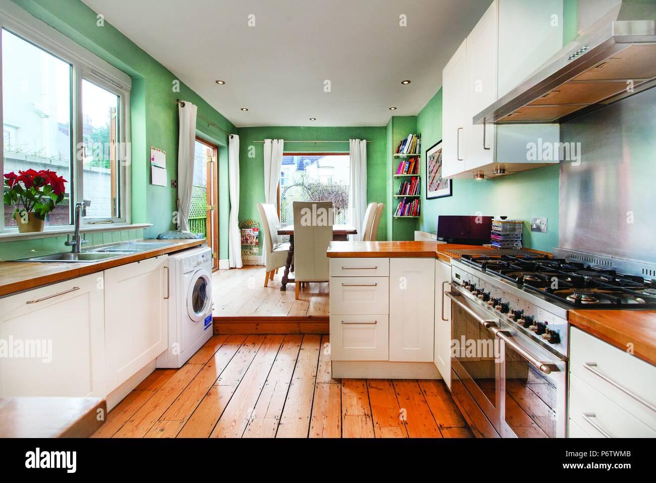 Moderne englische Küche Stockfoto, Bild: 210759371 - Alamy