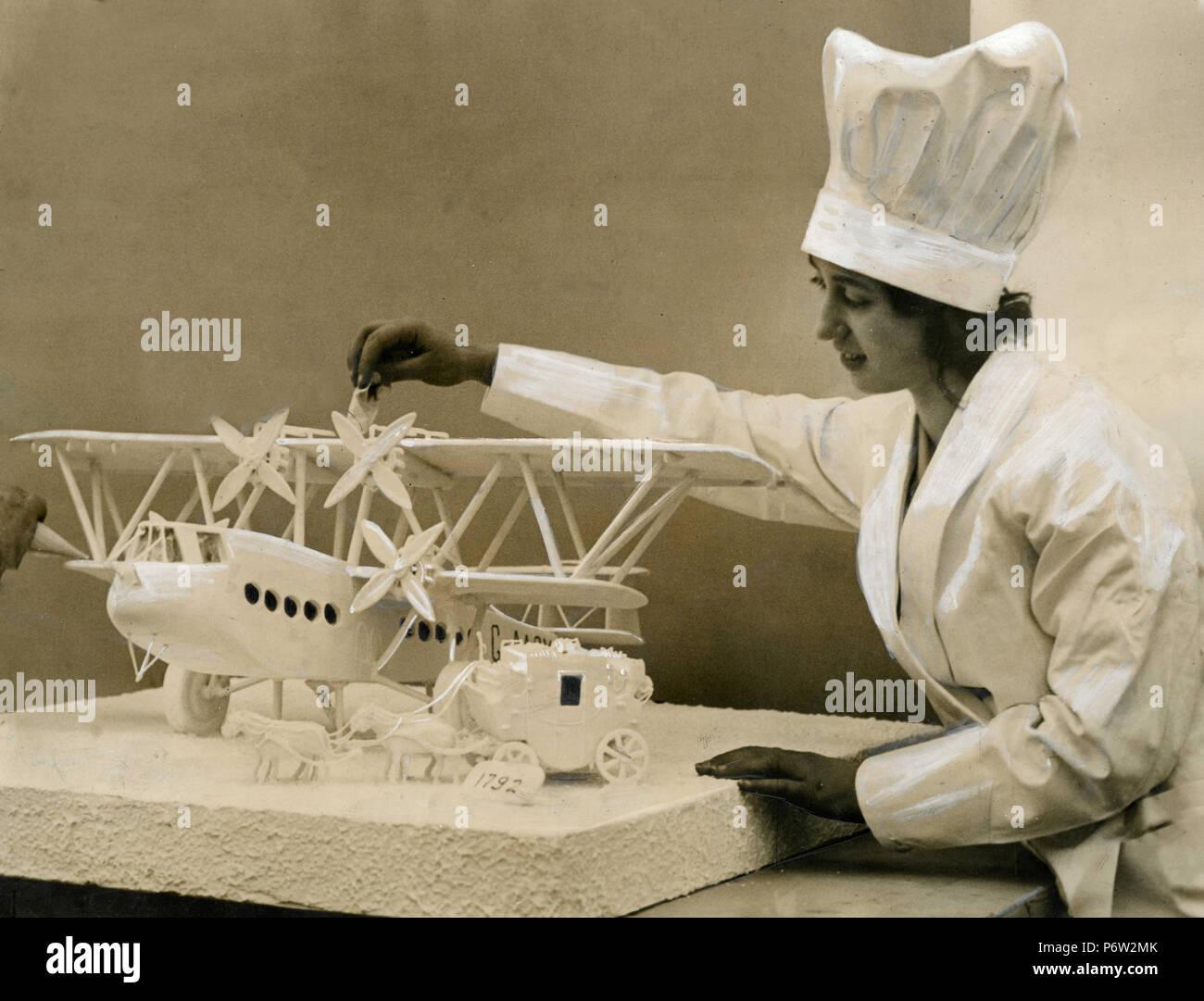 Eine Frau Baker Vorbereitung Ein Flugzeug Kuchen Grossbritannien