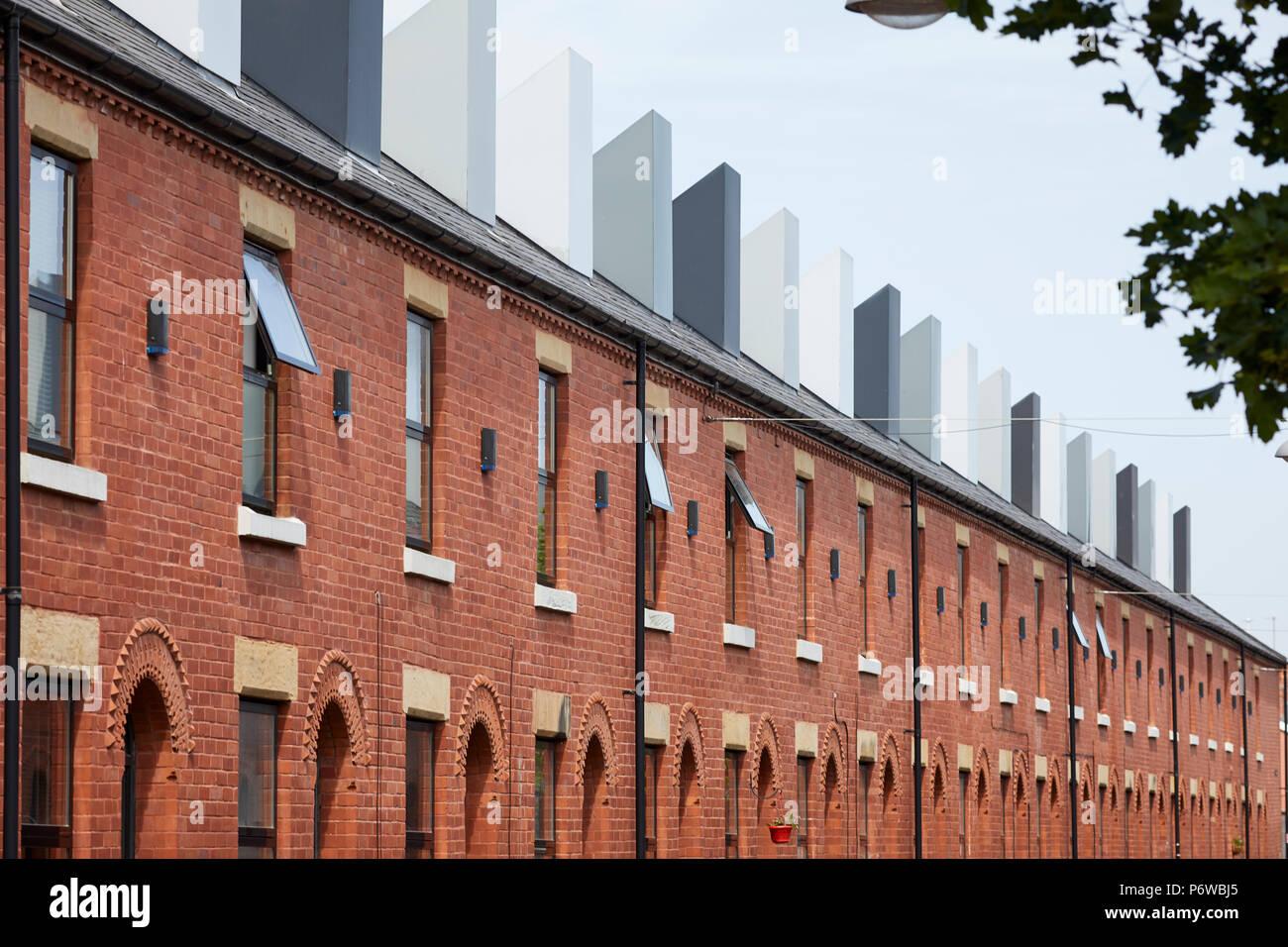 Chimney Pot Park ist einer städtischen Gemeinschaft von Kopf Häuser in Salford, Manchester. Reihenhäuser in Langworthy durch Urbansplash renoviert Stockbild